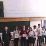 Красова В. получает диплом за командную игру